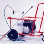 Encaladora eléctrica con carro y depósito, lanza de acero inoxidable y boquilla cerámica. Manguera de 8 metros.