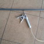 Prolongador para jeringas Hauptner de 90 cm. de longitud. Permite vacunar con seguridad al no tener que acercarse al animal